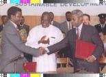 Venâncio de Moura e Eugénio Manuvakola no âmbito da assinatura do Protocolo de Lusaka